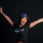Photographie d'une femme de Victoriaville avec une casquette des bluejays